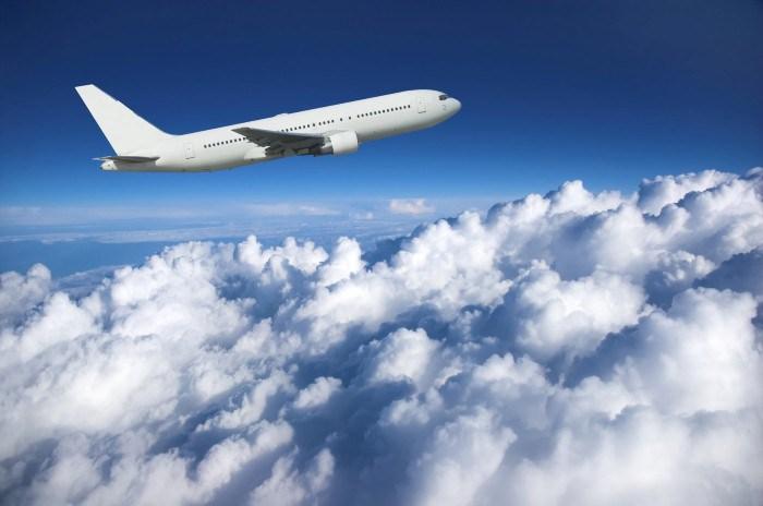 التحليق بالطائرة فى الهواء