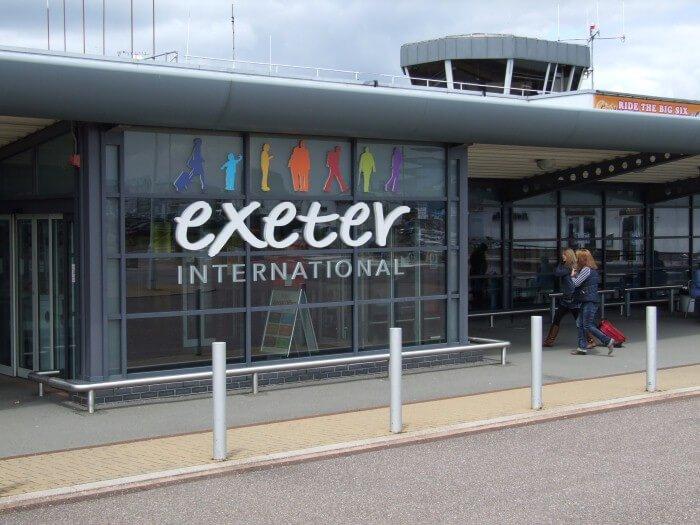 مطار اكستر في إنجلترا