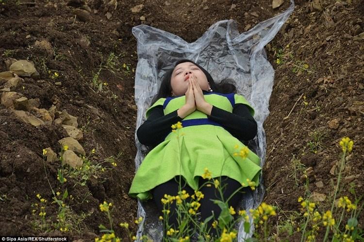 تأمل القبور لمواجهة أزمة الطلاق