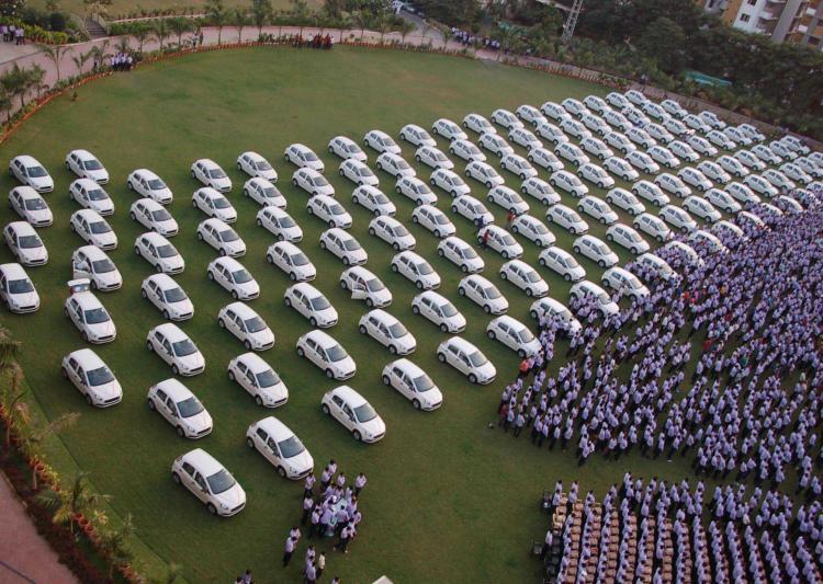 دولاكيا يمنح موظفيه سيارات وشقق سكنية