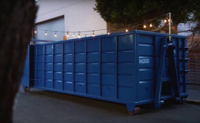 مطعم حاوية القمامة