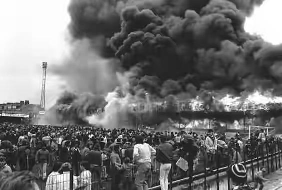 حريق مدينة برادفورد أثناء الاحتفال بكأس كرة القدم