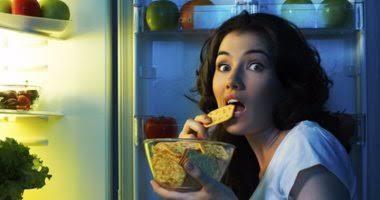 مخاطر تناول الطعام ليلا