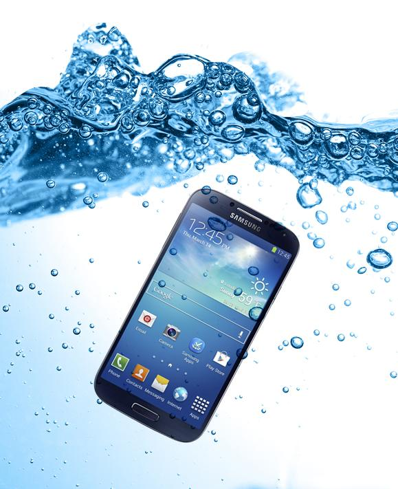 سقوط الهاتف المحمول في الماء