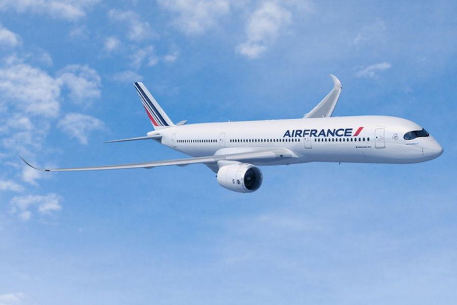 طلاء الطائرات باللون الأبيض