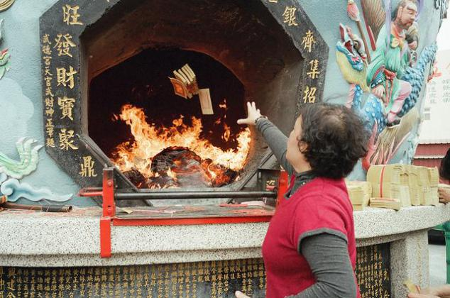 حرق الأموال في الصين
