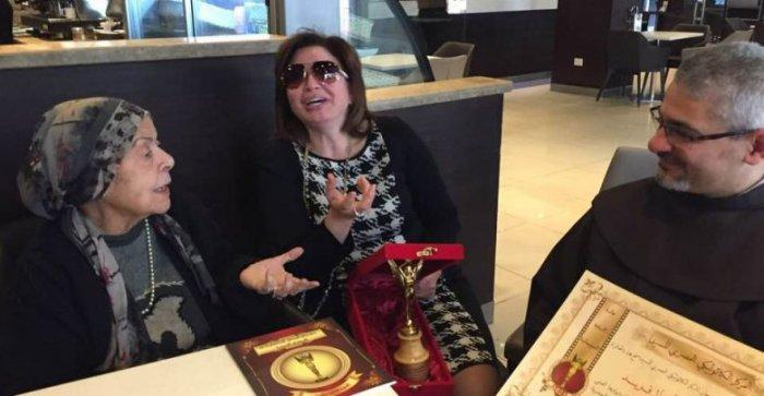 لقاء إلهام شاهين بالفنانة آمال فريد