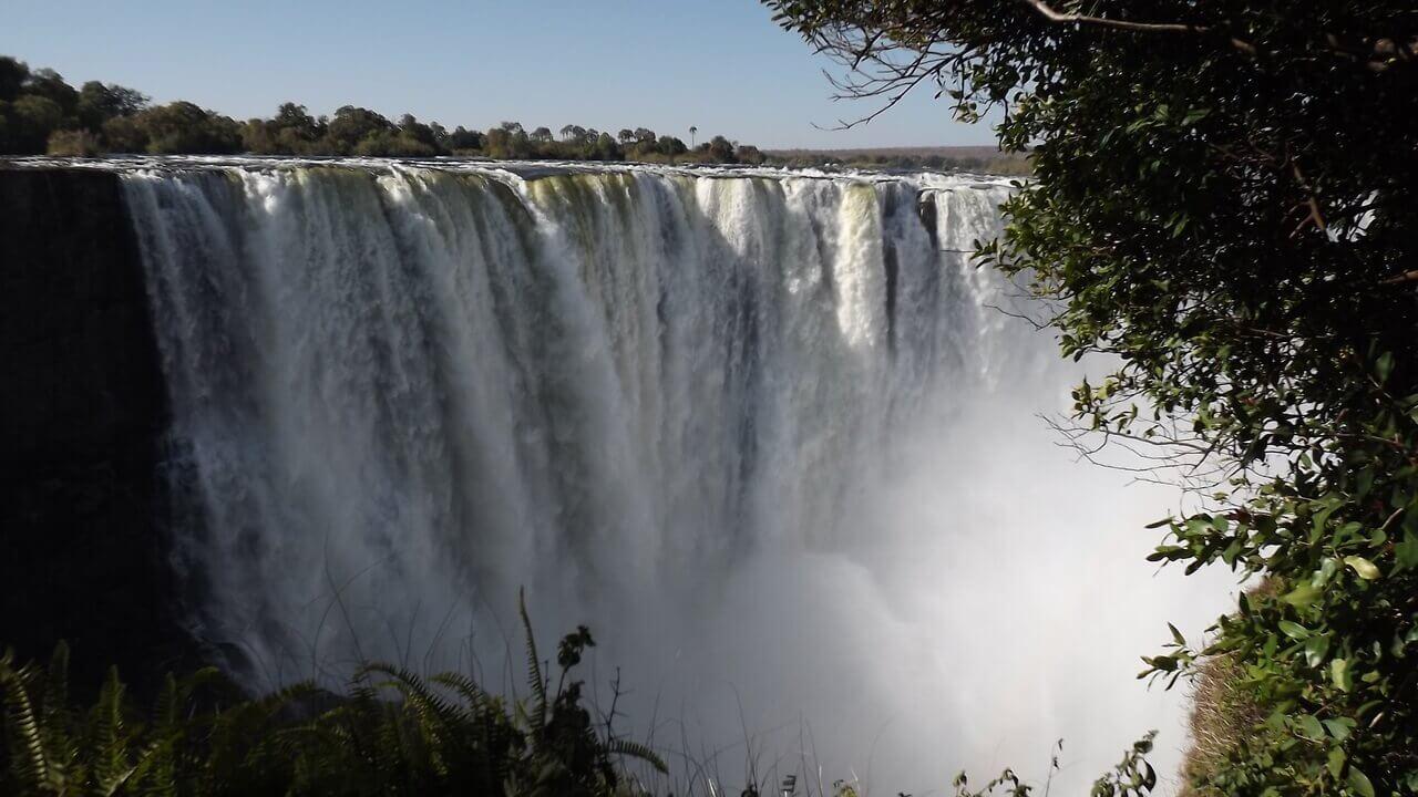 شلالات فيكتوريا في جنوب افريقيا