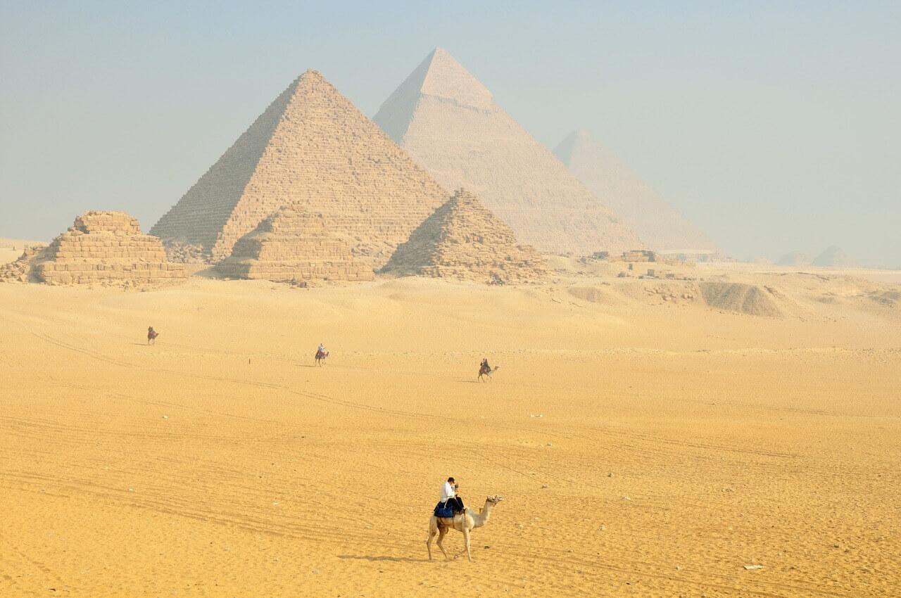 الأهرامات وأبو الهول في مصر