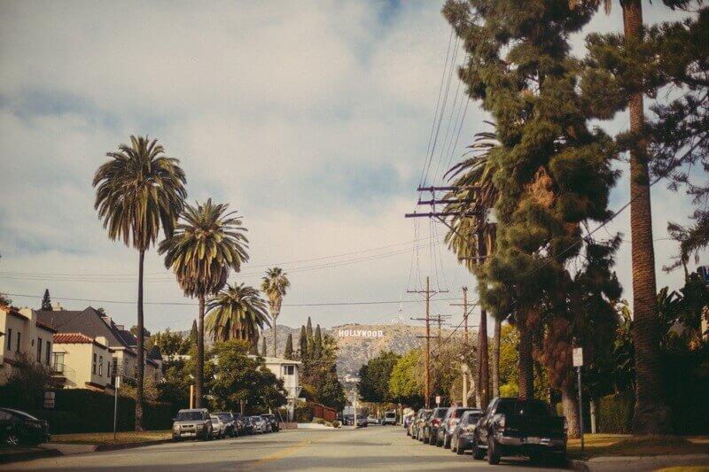 الاستمتاع بالمشي في أجواء مدينة لوس أنجلوس