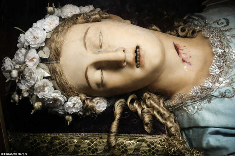 جثث القديسين